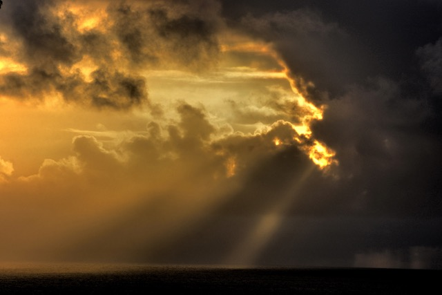Reluctant Sun and streaming light. Ken Gagne photo
