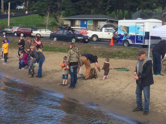 Lincoln city family fishing frenzy at regatta park march for Devils lake oregon fishing