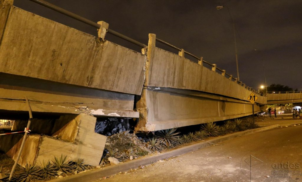 Collapsed boulevard in Guayaquil near the coast. Commons photo