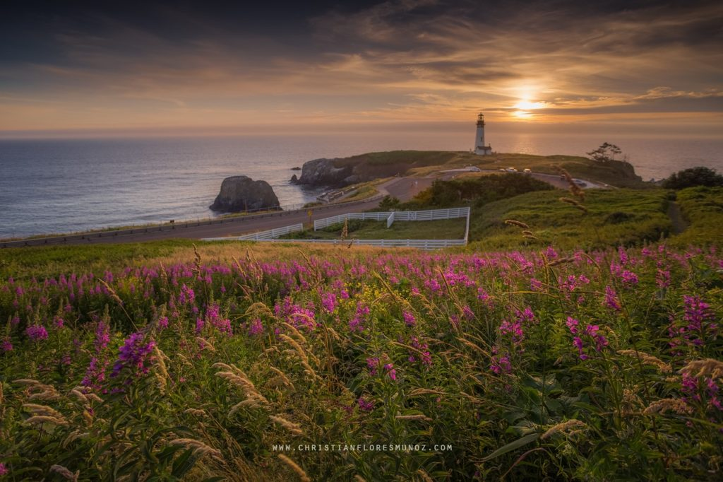Yaquina Head and the setting sun.... Christian Flores Munoz