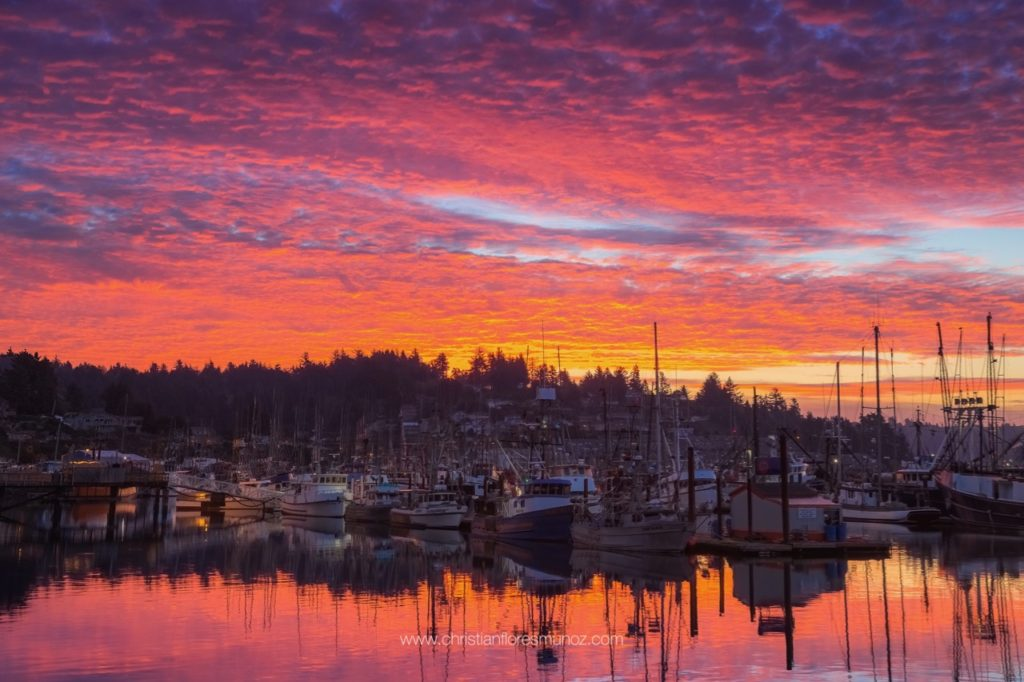 Red in the morning... Sailor take warning... Newport gets the hint. Christian Flores Munoz